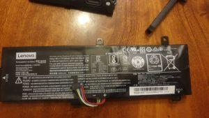 (1) Wymiana spuchniętej baterii